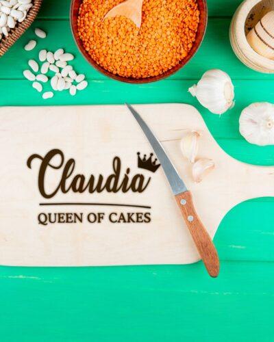 Tocator personalizat queen of cake